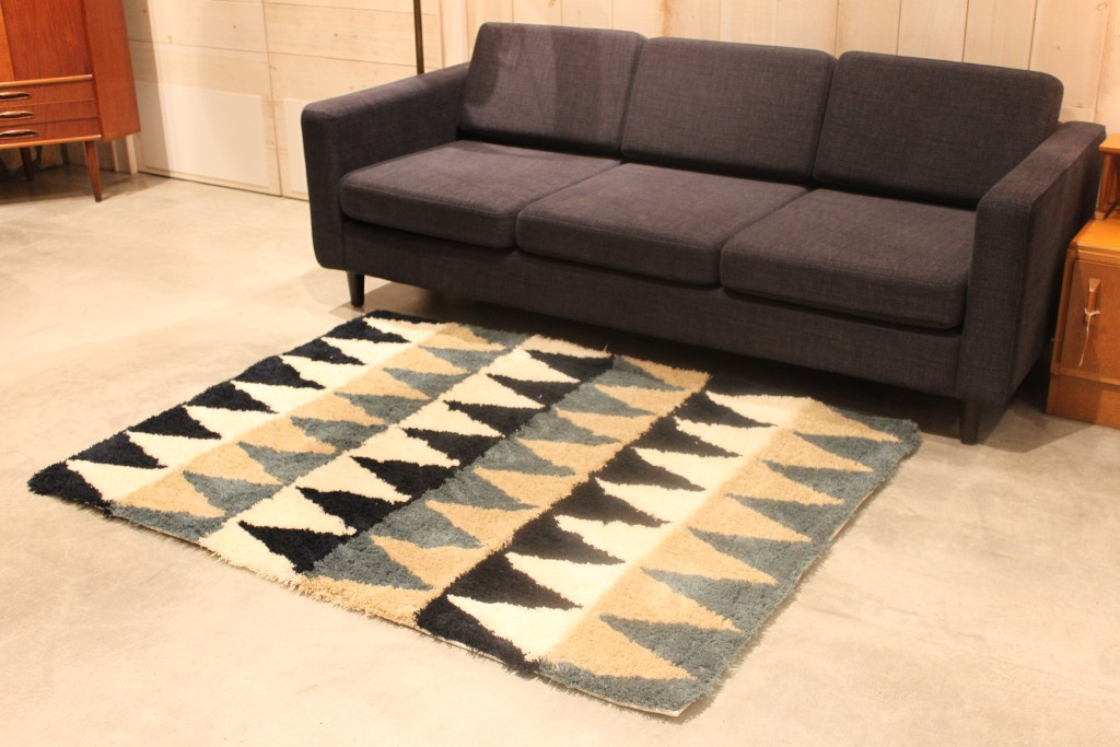 CHEVRON RUG BLUE1